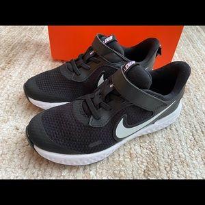 COPY - Nike Youth Revolution 5 Velcro